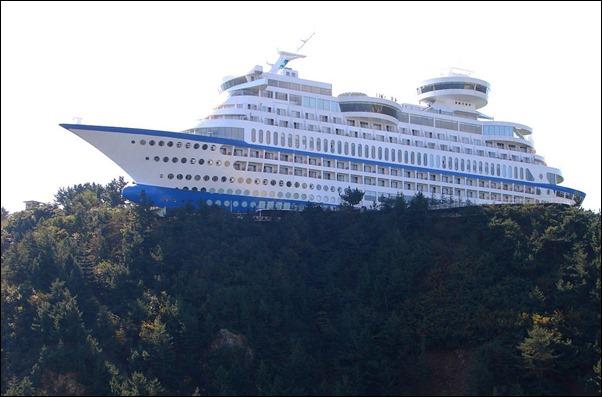فندق علي شكل سفينة1