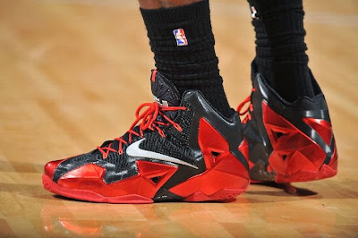 lebron james nba 131230 mia at den 05 LeBron Debuts Alternate Away PE on his Birthday (Carbon finish, no Speckles)