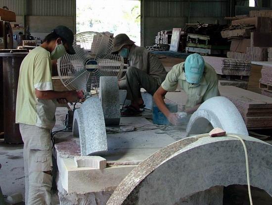 chế tác các sản phẩm mỹ nghệ từ đá granite