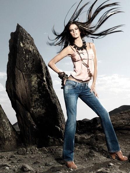 fornarina-fabulous-legs-modello-blanca-star (1)