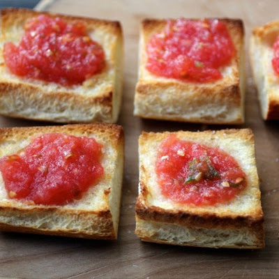 Pan con Tomate (Spanish-style Toast with Tomato)