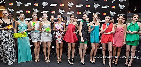 Samsung Fashion Steps Out 2013 Galaxy S4 Android Smartphone LTE White Frost Black Mist Singapore launch Spring Summer 2013 Amaya Arzuaga  Joe Chia, Ashley Isham dresses shirt pants jackets gown haute couture