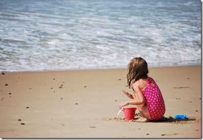 Child_playing_in_the_sand