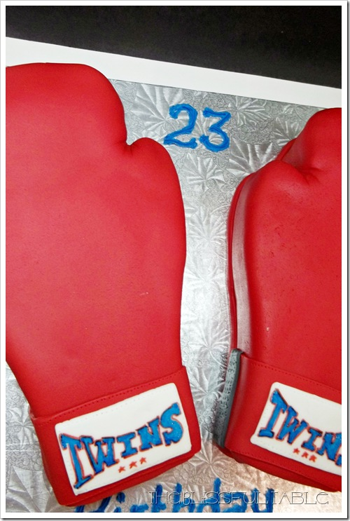boxing gloves cake 025a