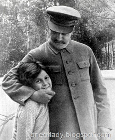 Josef_Stalin_with_daughter