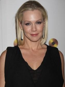 Jennie Garth Elegant Short Bob Hairstyle