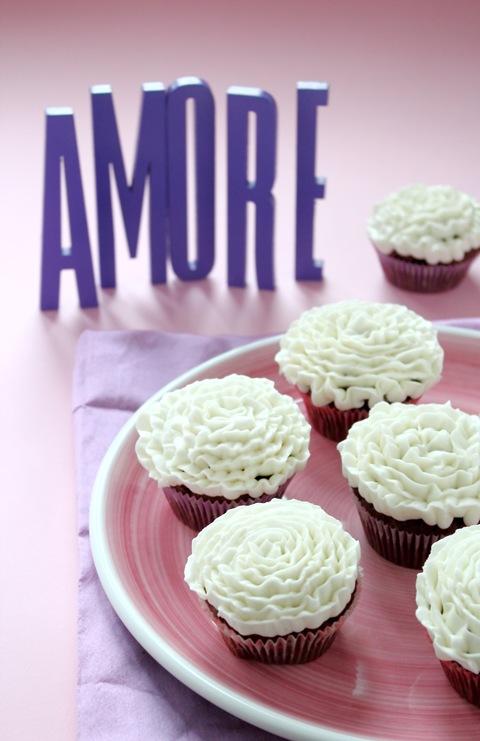 cupcake al cacao con frosting alla vaniglia
