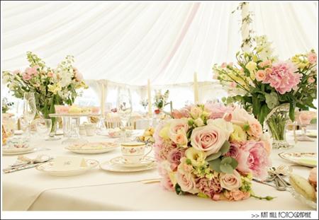 Semplicemente Perfetto Vintage Tea Party Wedding 01
