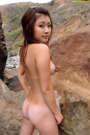 Hornyasiangirls Naked Asian Girl Bonding With Nature