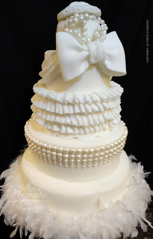 Wedding cake white pearls