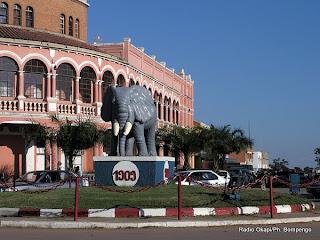Une vue de l'immeuble de la banque centrale à Lubumbashi. Photo cabemery.org