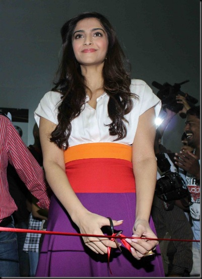 sonam-kapoor-inaugrates-get-active-standard-chartered_011