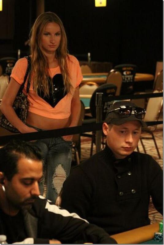 As garotas mais sexys jogarodas de poker (9)