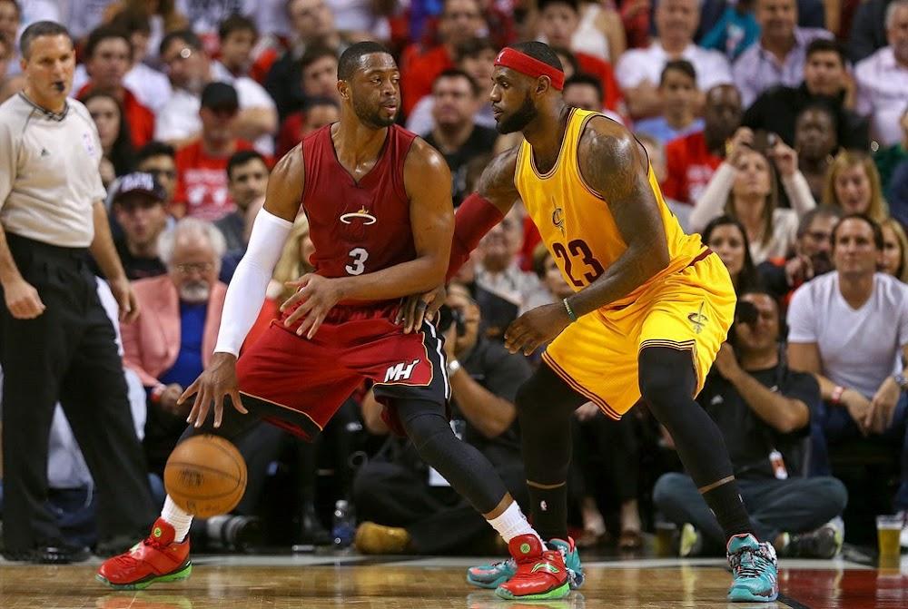 b3778726148b LBJ Wears 8220Christmas8221 Nike LeBron 12 in His Return to Miami ...