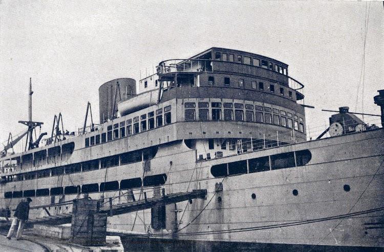 Motonave FERNANDO POO despues de su botadura. Foto de la Memoria corporativa del año 1934poo despues de botadura alistamiento mem34.jpg