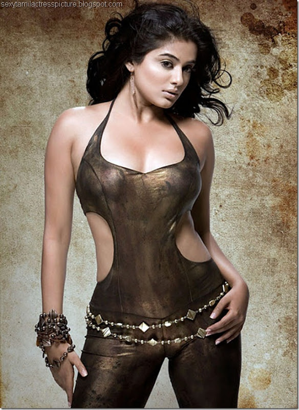 actress_priyamani_sexy_thigh_01