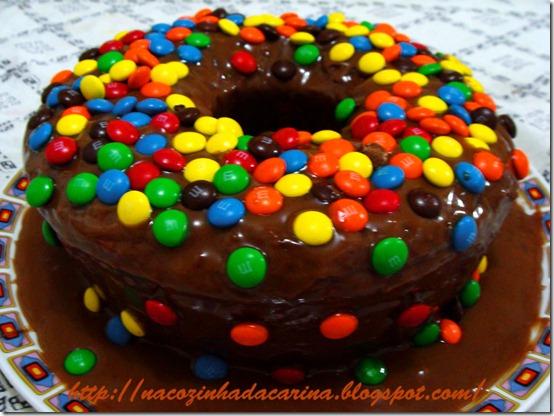 Bolo-de-Chocolate-com-MM`s-01