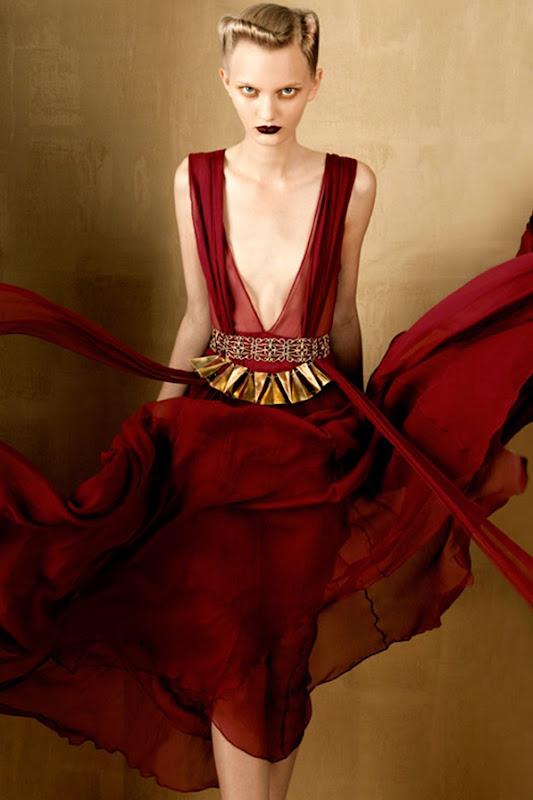BOLD-GOLD-by-Oskar-Cecere-for-Vogue-Italia-DESIGNSCENE-net-02