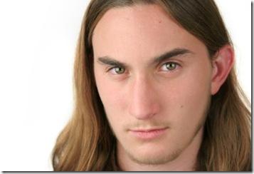 cabello lacio y largo peinado para hombre original corte ondulado