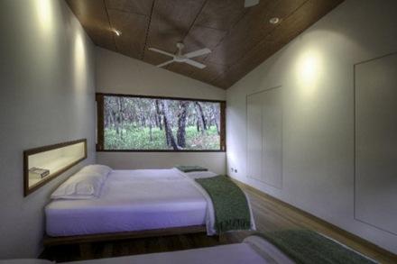 habitaciones-casa-sostenible-Drew-House-arquitecto-Simon-Laws