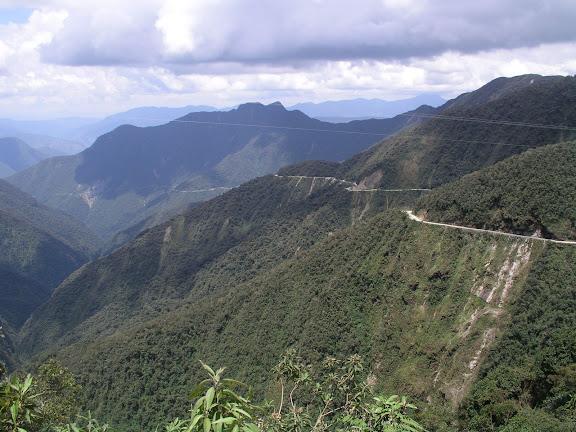 La route à 3000 m d'alt. vers Coroico (Bolivie), 28 janvier 2004. Photo : J. F. Christensen