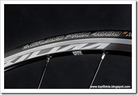Canyon AEROAD CF 8.0 DI2 (2)