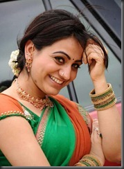 aksha _hot_in_saree
