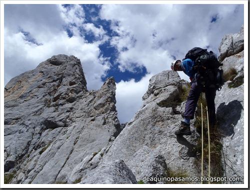 Arista Sanchez Sadia-Samper 300m 120m Rapel 6c¿ (V  A1 Oblig) (Peñe Robre, Andara) (Victor) 0134