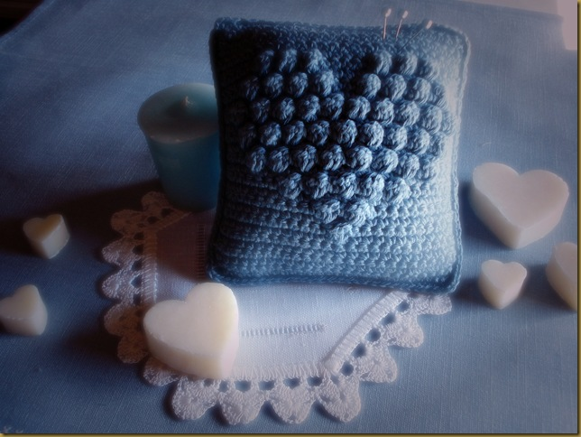 PINCUSHION COEUR CROCHET