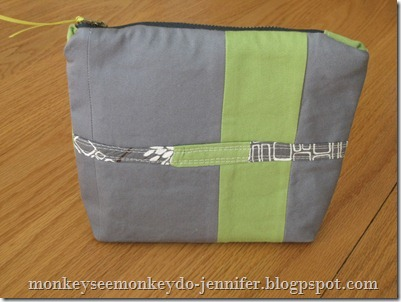 zipper pouch with interfacing and quilted strip (7)