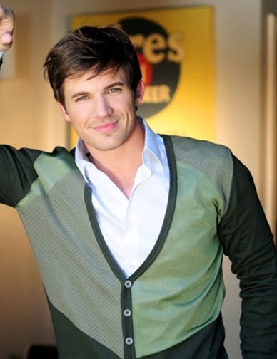 Matt-Lanter-Stars-in-Star-Crossed-512x666