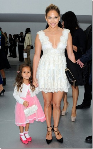 JLo sits front row Chanel Emme 5Wwq4ExA-K5l
