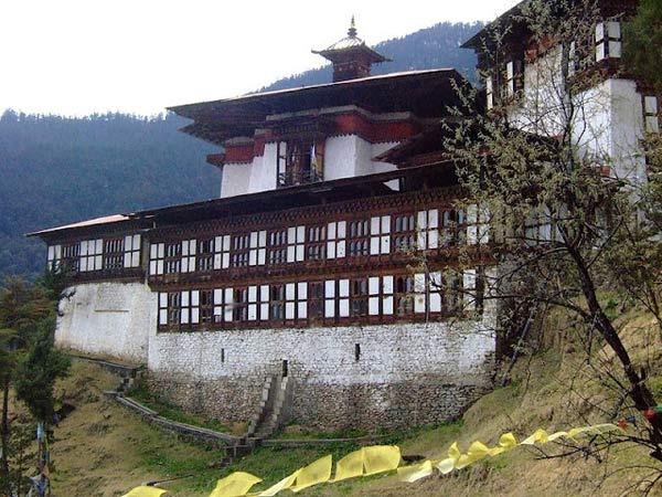 ghe-bhutan-tham-tu-vien-co-xua-huyen-bi (3)