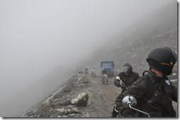 3 rothang  020 montée dans le brouillard