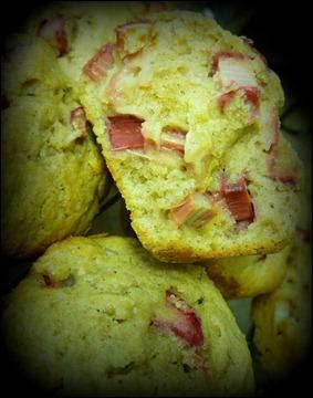 Yogourt Rhubarb muffins 003
