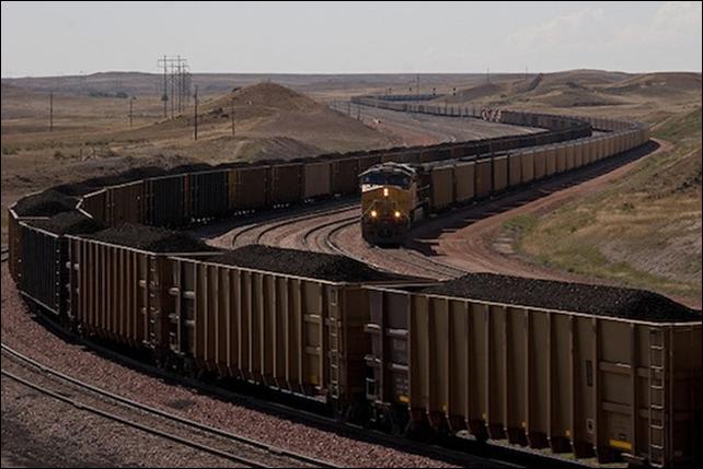 Giant coal trains near North Antelope Rochelle Mine, 5 September 2009. Photo: Kimon Berlin / flickr