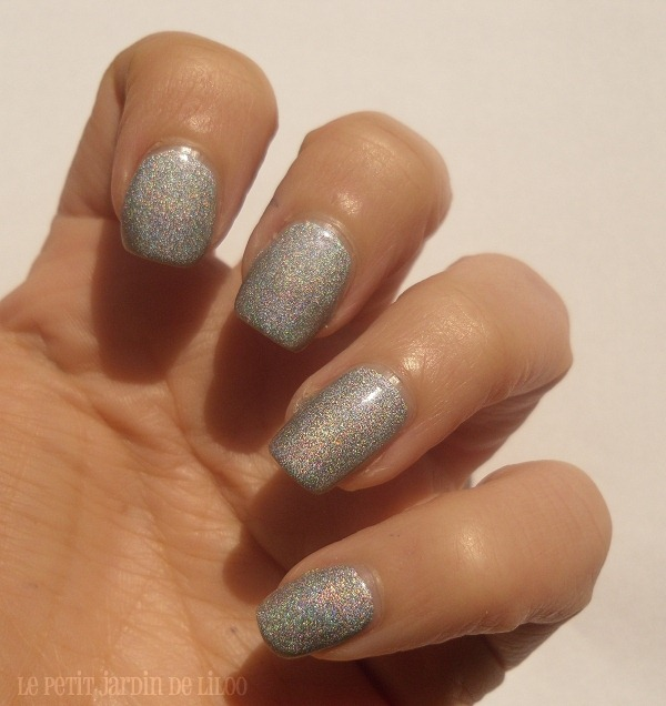 06-17-cosmetics-holo-silver-nail-polish-review-swatch