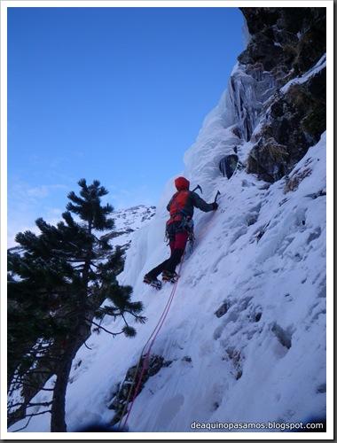Cascada Mamporros para todos 100m WI4 ,III 90º (Aigualluts, Benasque, Pirineos) (Isra) 3233