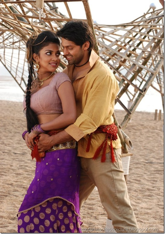 amala-paul-and-arya-dance-images-vattai-03