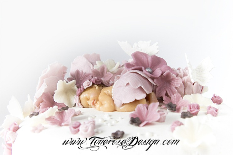 romantisk dåpskake gammelrosa med masse blomster marsipan