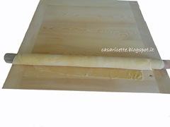lcdr sfoglia di pasta fresca all'uovo arrotolata sul mattarello