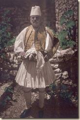 Uomo con vestito tradizionale di Argirocastro (foto: Luigi Pellerano).