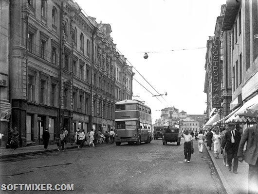 Double-Decker_Trolleybus_in_Moscow