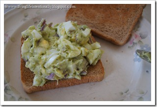 You'll be amazed at the amazing flavor this Avocado Egg Salad Recipe has #recipes
