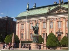 Gustav Statue (Small)