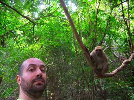 con un mono en Erawan