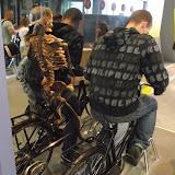 Крутиш педалі - бачиш свій скелет, що рухається синхронно з твоїм тілом