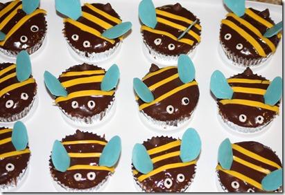 bumble bee cupcakes 013
