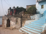 Siddheswar Temple is constructed very near to the bank of Narmada river. The domes inside the building shows the influence of Muslim additions, perhaps done when Malwa was under Mughal rulers.