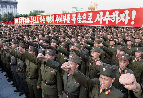 NORTH_KOREA_(f)_0228_-_Minacce.jpg